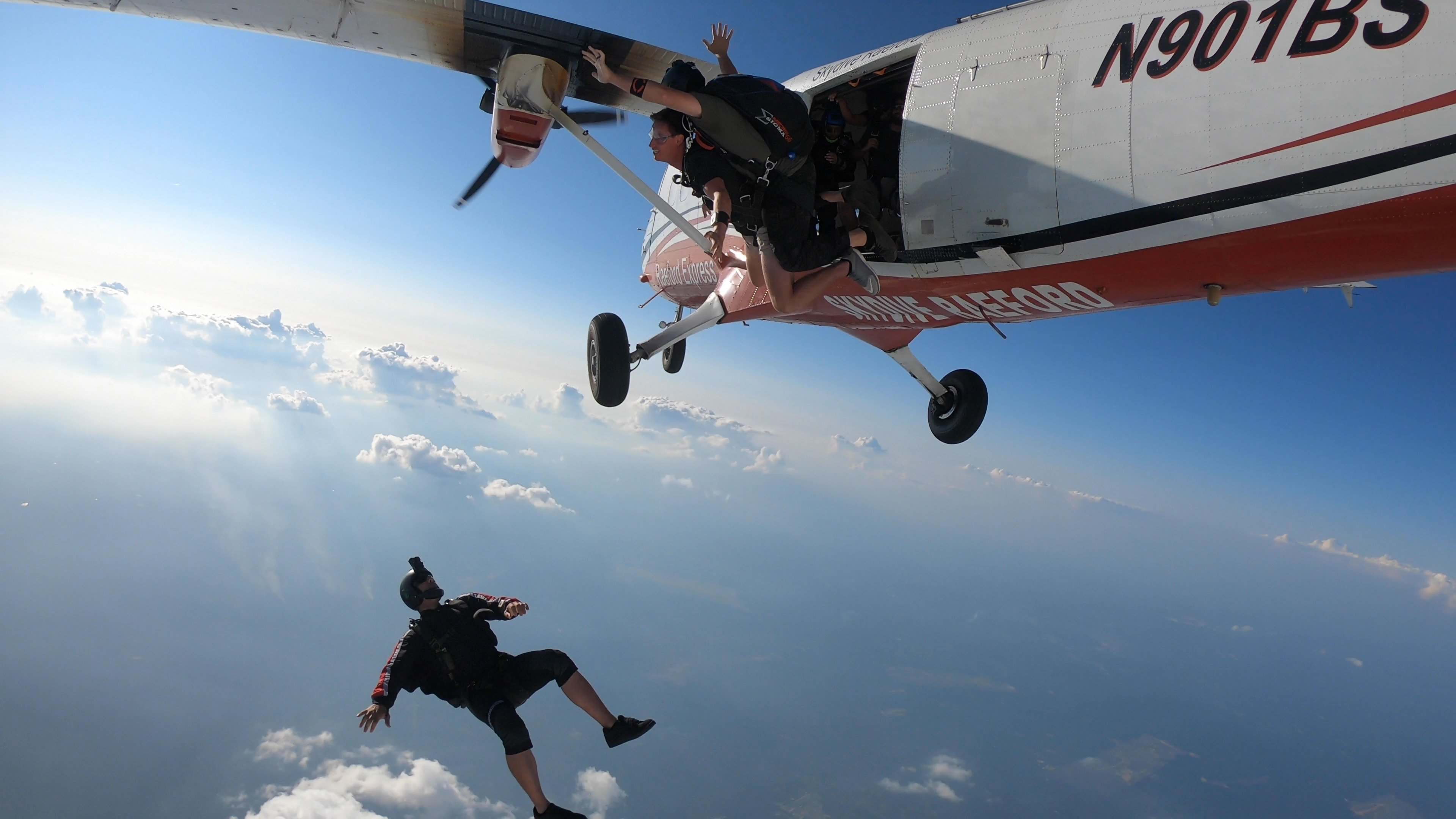 how to go skydiving
